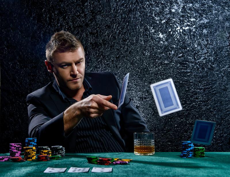 カードを投げる